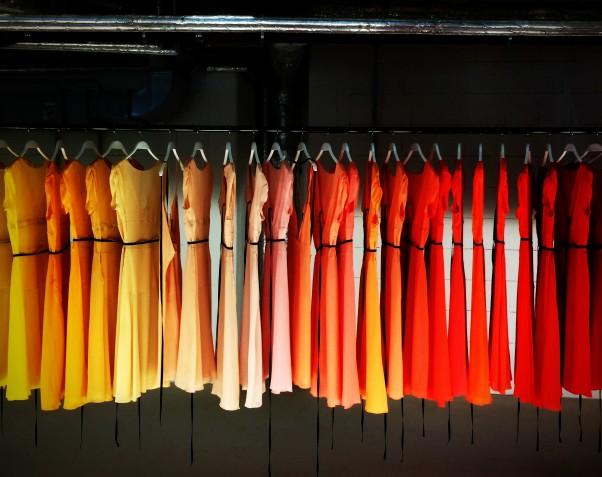 Pourquoi acheter ses vêtements dans une friperie en ligne de marque ?